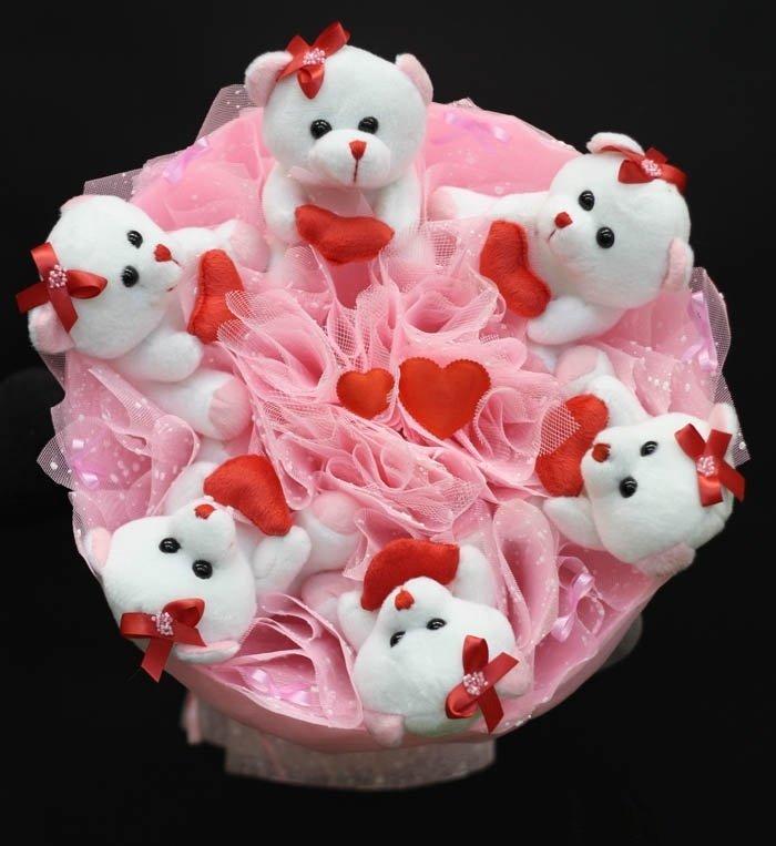 Букет из игрушек мишки с сердечками